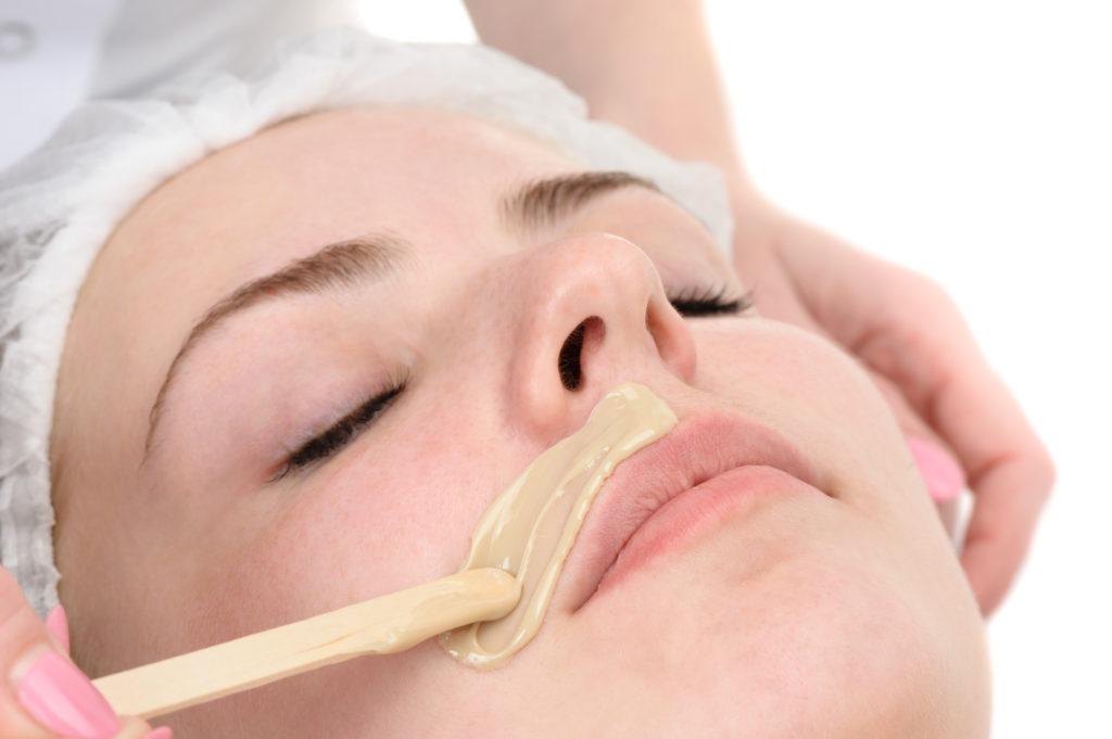 Depilacja woskiem – wąsik